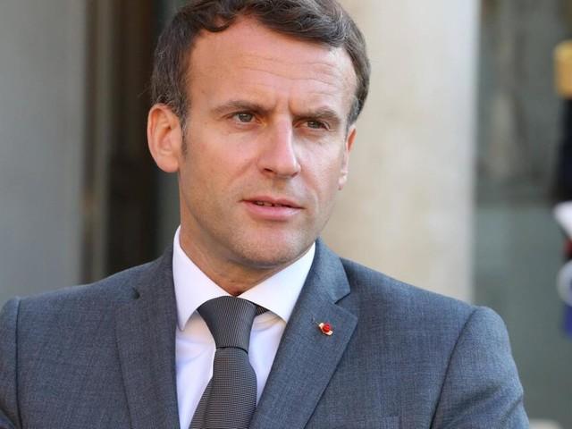 """Mann ohrfeigt den französischen Präsidenten: """"Nieder mit der Macronie!"""""""
