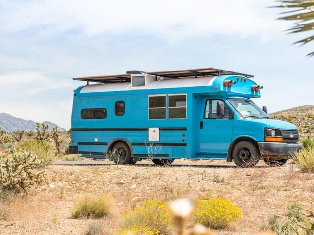 US-Camper: Mybushotel verwandelt alte Schulbusse in traumhafte Wohnmobile