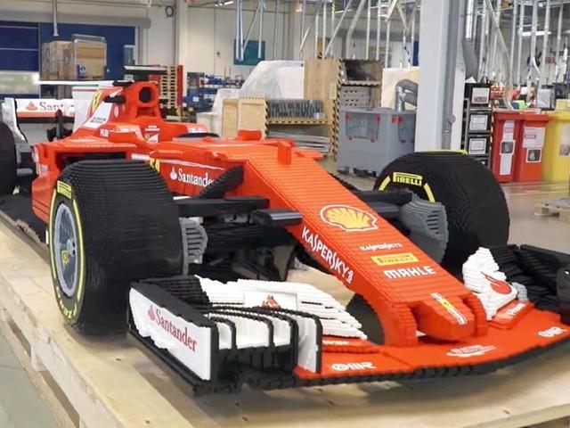 Timelapse: Ferrari F1 aus 350.000 Legosteinen
