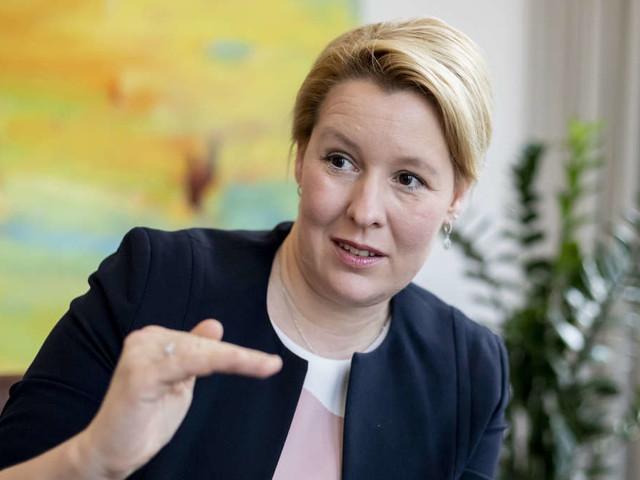 Franziska Giffeys Mann verliert Beamtenjob - Ministerin kurz darauf ohne Ehering zu sehen