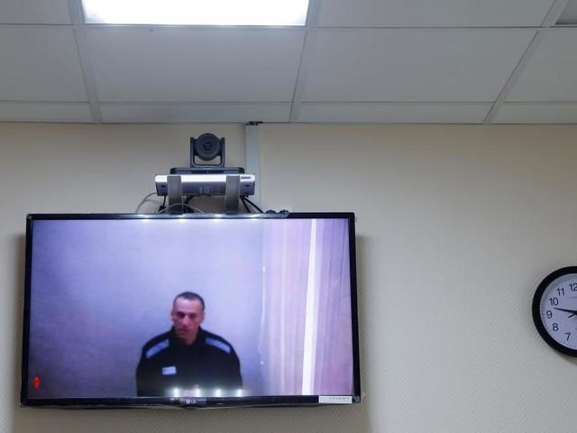 Nawalny in Interview: Muss im Straflager Staatsfernsehen schauen