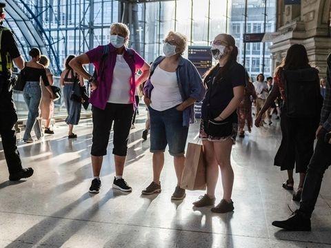 Maßnahmen enden - Die Masken fallen: Johnson öffnet England und erntet Kritik