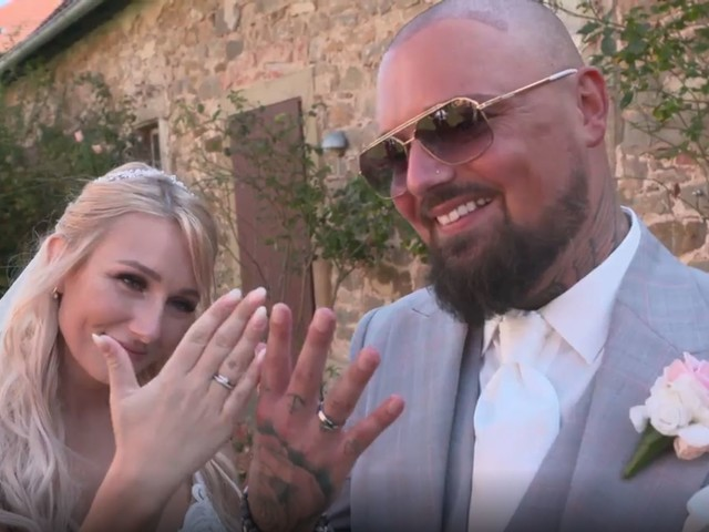 """""""Wie 50 Cent"""": Nik und Jessica zeigen extravagante Eheringe"""