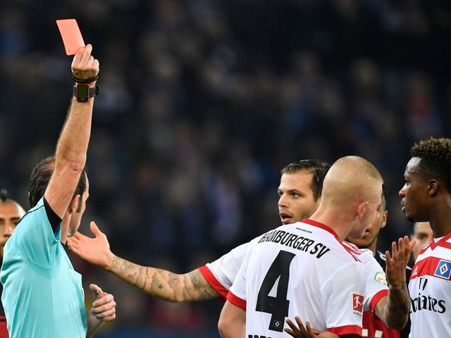 Sperre nach Roter Karte: HSV-Profi Gideon Jung fehlt gegen den VfB Stuttgart