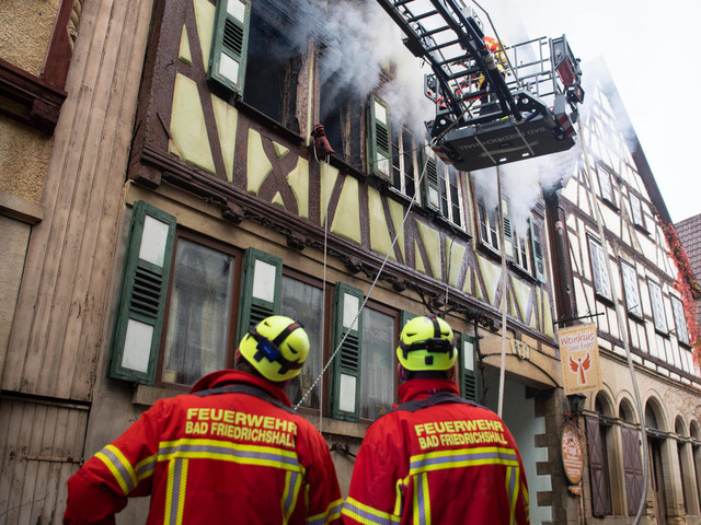 Neudenau in Baden-Württemberg: Brand in Fachwerkhaus – Feuerwehr findet zwei Leichen