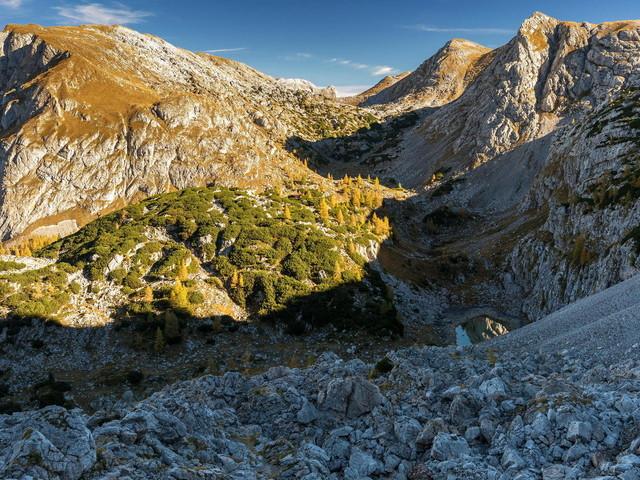Bayern: Wanderer stürzt in Alpen ab und stirbt