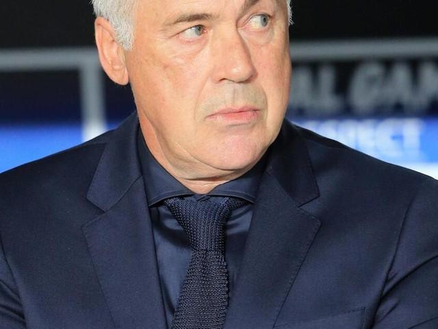 FC Bayern überklebt Carlo Ancelotti auf dem Adventskalender