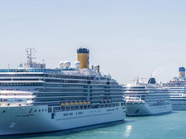 Ärger über Billigflieger und Freude über Luxus-Schiffe