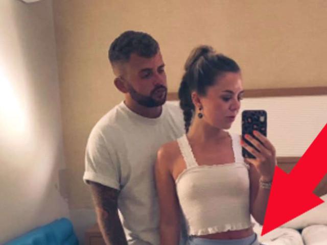 Tochter schickt ihren Eltern Urlaubsfoto - Papa entdeckt direkt ein unangenehmes Detail