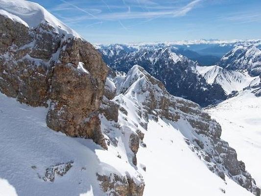 50 Meter tief gestürzt: Kletterer kommt bei Unfall an der Zugspitze ums Leben