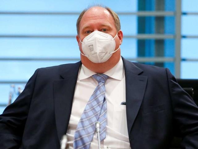 Corona-Schutzimpfung: Kanzleramtsminister lehnt kürzere Impfintervalle ab