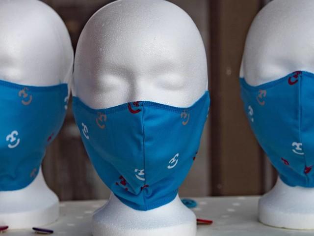 Maskenpflicht in Düsseldorf: Geraucht wird nicht – und gekaut nur hinter der Maske