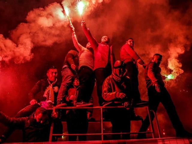 Saarbrücken: 120 türkische Fußballfans stürmen Halle – Masschenschlägerei