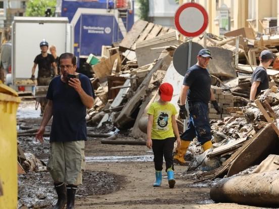 Rheinland-Pfalz - Katastrophenschutz richtet Notunterkunft ein