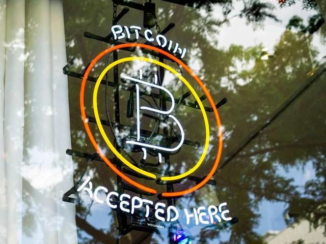 """Bitcoin als """"neues Gold""""? Wie die Kryptowährung funktioniert und welche Anlage weniger Risiko für Sie bedeutet"""