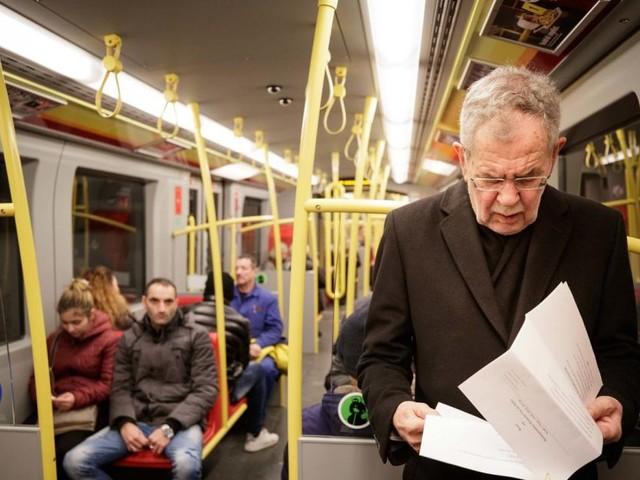 Promi-Fahrgast: Van der Bellen nahm am Montag die U-Bahn