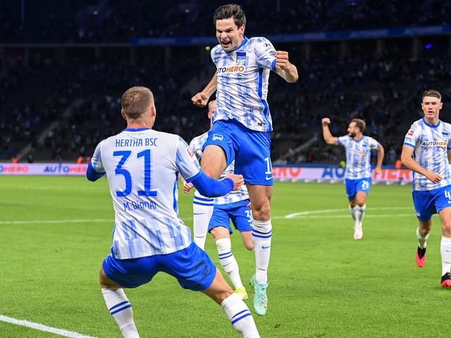 Bundesliga: Eigentor und Ekkelenkamps Traumdebüt: Hertha bezwingt Fürth