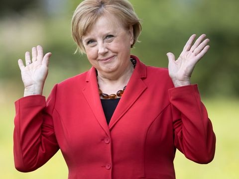 Leute: Kanzlerinnen-Double will sich die Merkel-Raute abgewöhnen