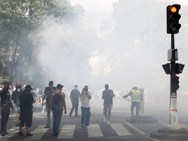 Proteste gegen verschärfte Corona-Regeln – Polizei setzt Tränengas ein