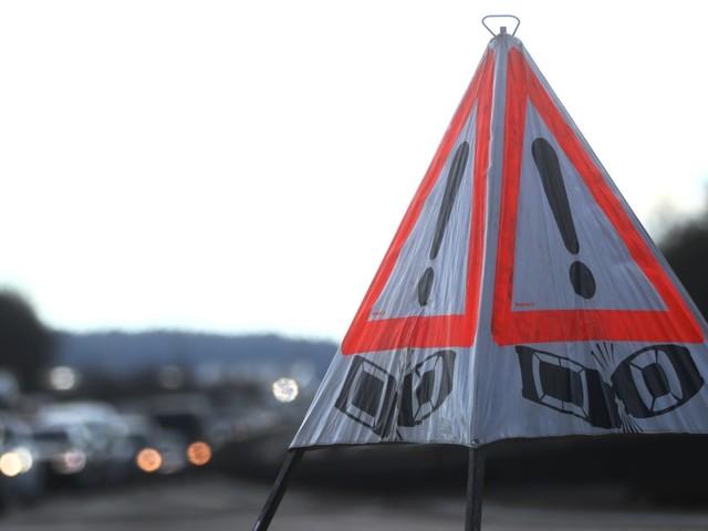Nach Unfall auf A1: Autos nutzen Rettungsgasse zum Wenden