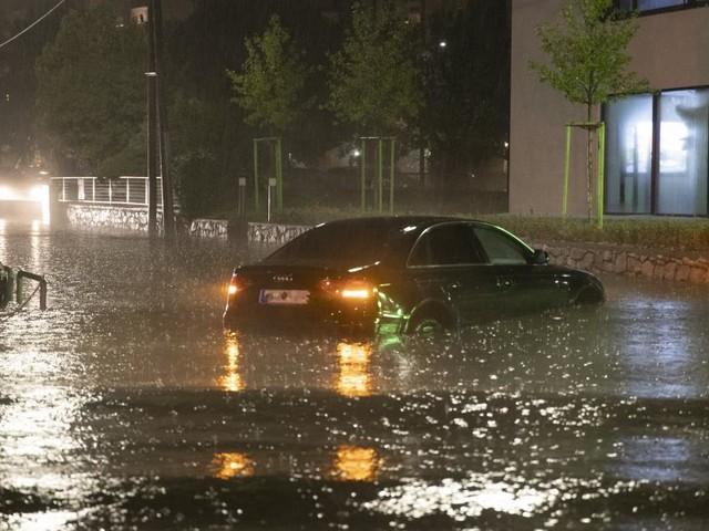 Graz unter Wasser: Aufräumarbeiten nach historischen Regenmengen