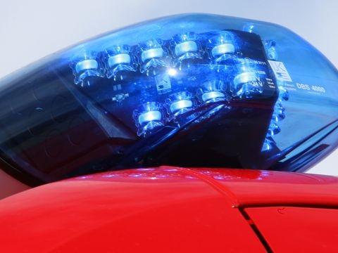 Laster erfasst Fußgänger: Schwere Verletzungen