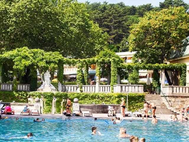 Heiße Debatte: Männerfreie Tage im Schwimmbad?