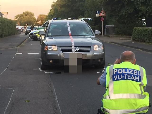 Köln - Schlimmer Unfall in Porz : Autofahrer missachtet Vorfahrt – Radfahrer schwerst verletzt
