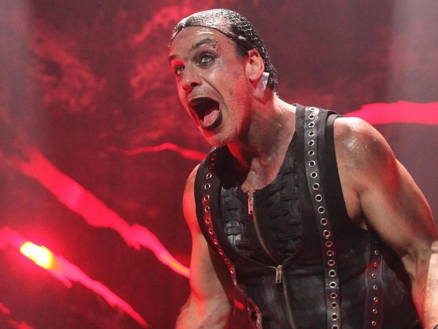 """Rammstein""-Sänger Lindemann soll Fan den Kiefer gebrochen haben"
