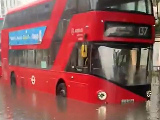 Heftiger Regen in London sorgt für Verkehrschaos – Straßen überflutet und Keller vollgelaufen