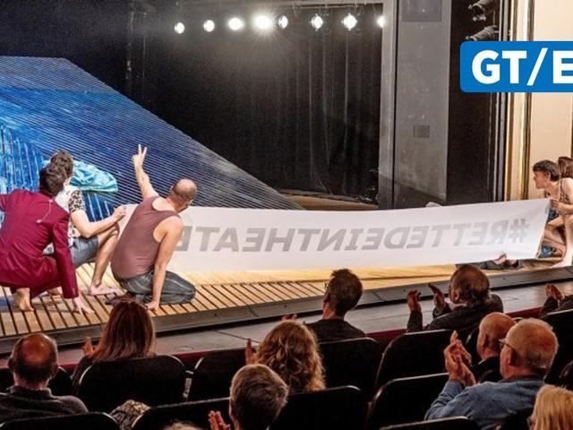 Protestaktion nach Vorstellung am Deutsches Theater