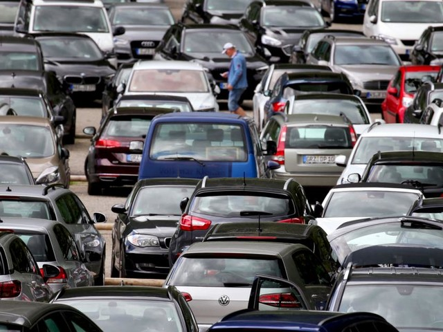 Deutsche Umwelthilfe klagt BMW und Mercedes wegen Klimaschutz
