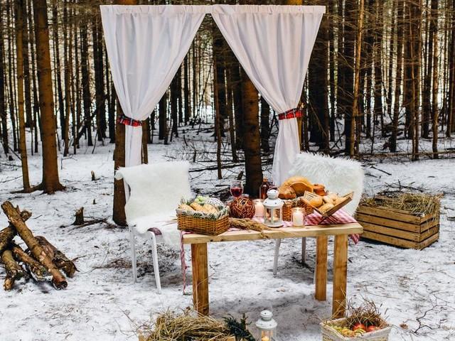 Picknick in Weiß: Mit Punsch und Würsteln aus der Thermoskanne
