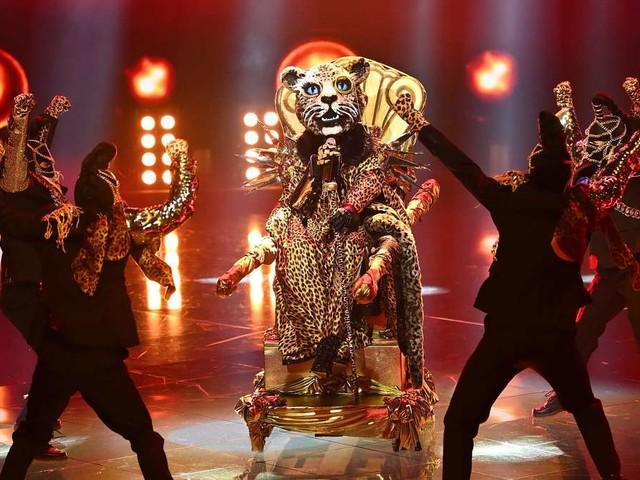 """""""The Masked Singer"""" 2021: Leopard sorgt für Überraschung - Auftritt lässt an allen Theorien zweifeln"""