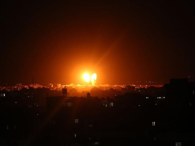 Konflikt mit Hamas - Israel fliegt nach Attacken mit Brandballons Luftangriffe im Gazastreifen