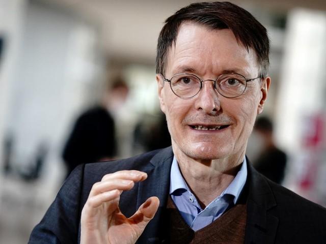 """Keine Corona-Beschränkungen: Dänemarks Öffnungsweg ein """"spektakulärer Fehler""""? Nein, sagt Karl Lauterbach. """"Könnten wir in Deutschland auch machen"""""""