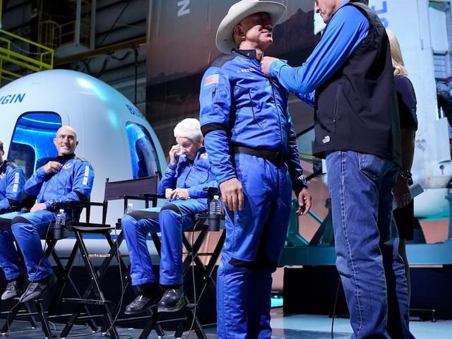 Problem für den Weltraumtourismus? - Kurz vor Start die Regeln verschärft: Jeff Bezos darf sich doch nicht Astronaut nennen