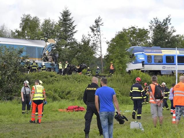 Zusammenstoß nahe der deutschen Grenze: Zwei Tote und dutzende Verletzte bei Zugunglück in Tschechien