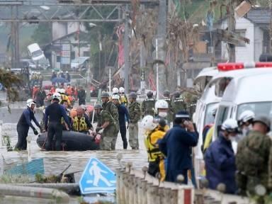 Dutzende Tote nach Überschwemmungen im Südwesten Japans befürchtet