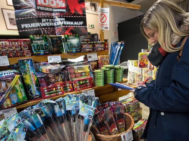 Silvesterknallerei: Böller-Boykott - erste Edekas und Baumärkte verkaufen kein Feuerwerk mehr