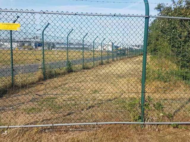 Geduld bei Abreise: Loch im Flughafenzaun sorgt für Verspätungen bei Abflügen in Köln