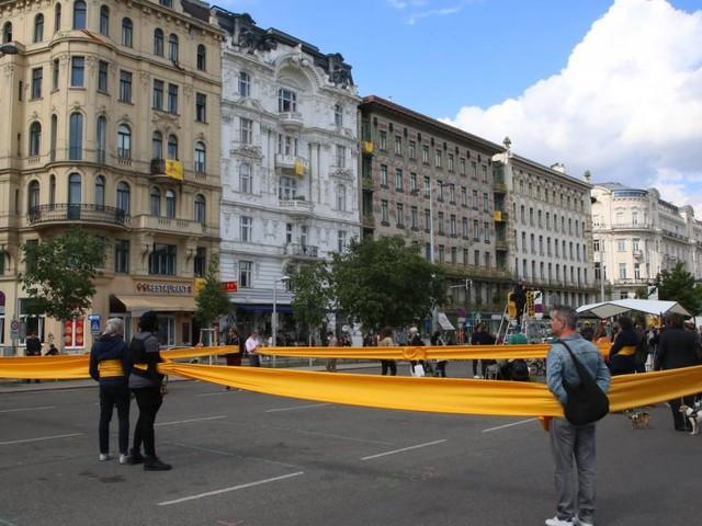 Naschmarkt: Mit dem Blumentopf in die Kampfzone