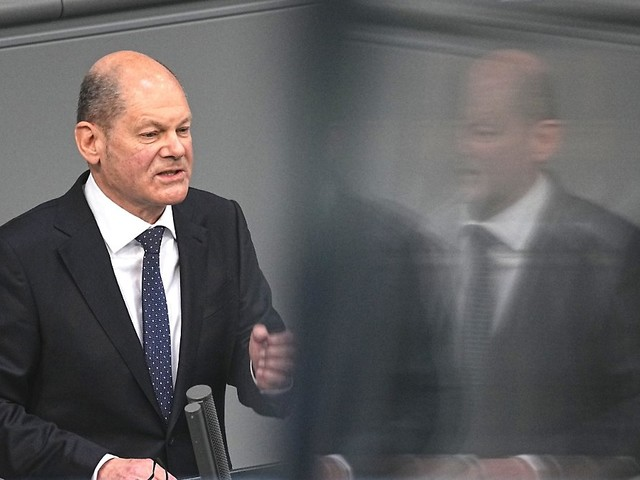 Beschluss noch nächste Woche?: Scholz erwartet bald Lockerungen für Geimpfte