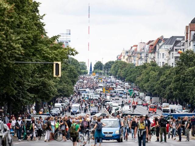 Proteste trotz Demo-Verbots: Bislang rund 500 Festnahmen in Berlin