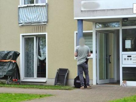Polizei findet Mann und zwei Mädchen tot in Wohnung