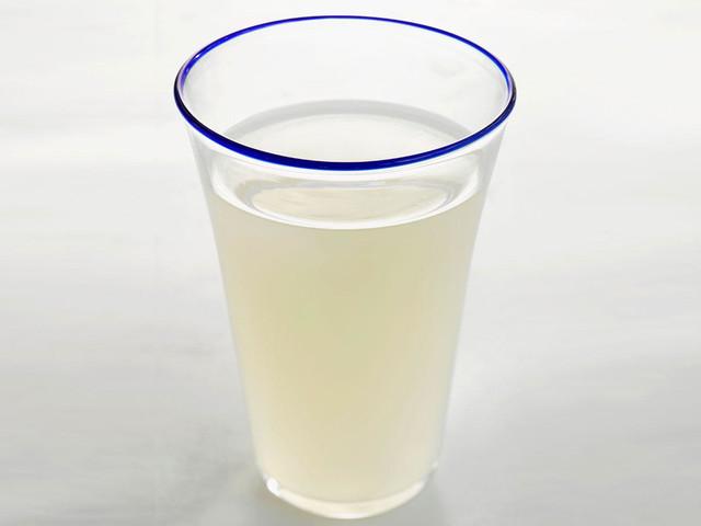 Im Trend: Wusstet ihr, dass dieser (bekannte) Drink schlank macht?