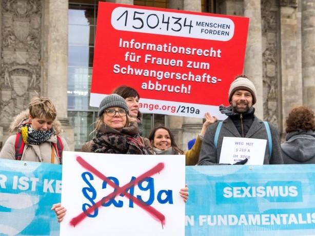 Bundesrat: Fünf Bundesländer wollen Werbeverbot für Abtreibung kippen