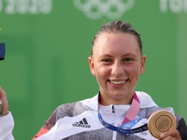 Sommerspiele in Tokio: Slalomkanutin Andrea Herzog holt Canadier-Bronze
