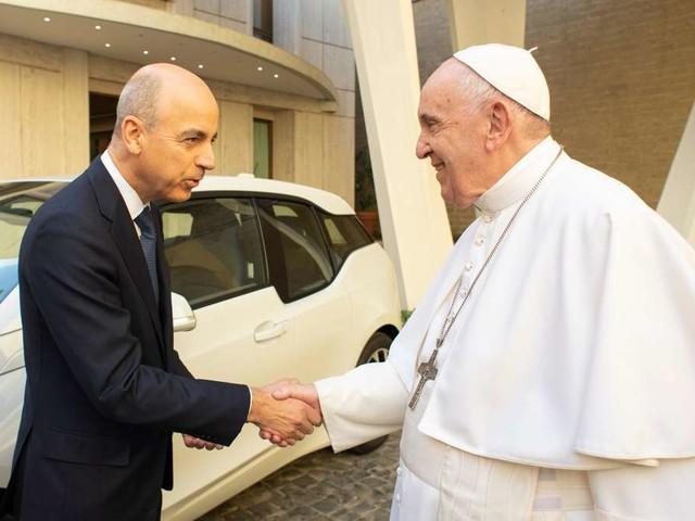 Papst Franziskus fährt jetzt BMW i3: Werbegag oder göttliche Fügung?