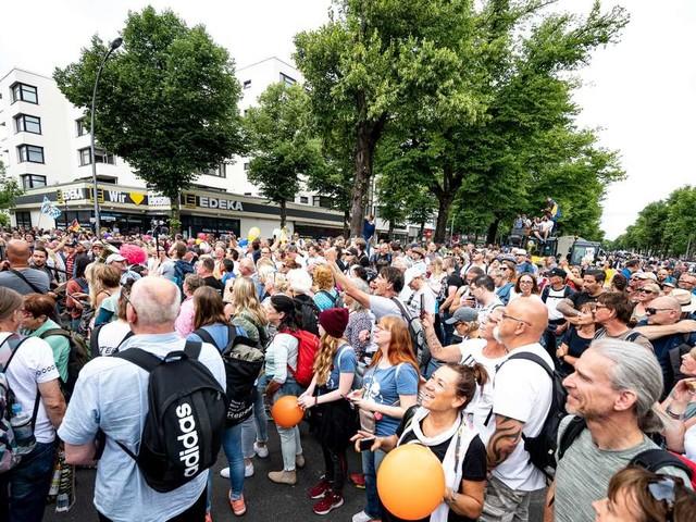 """Berlin: """"Querdenker"""" kollabiert auf Demonstration - und stirbt"""